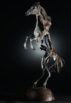 En scène - Cheval - Sculpture fer, papier mâché, étain, lin ©Thierry Chollat