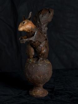 Écureuil Fer et bois (thuya) - Grandeur nature - Conçu pour résister en extérieur ©Thierry Chollat