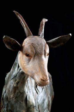 Chèvre portrait Fer et bois (châtaignier) - 127 x 112,5 x 65 cm - Conçue pour résister en extérieur ©Thierry Chollat
