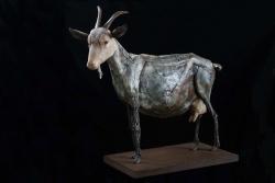 Chèvre Fer et bois (châtaignier) - 127 x 112,5 x 65 cm - Conçue pour résister en extérieur ©Thierry Chollat
