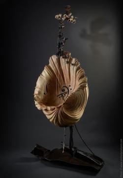 L'écrin de l'onde éclose, instruments, Violoncelle fer et bois (cèdre) L75xH182xl90 Thierry Chollat, sculpteur, Isère, France. Mojej Ukochanej...