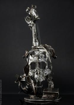 Mélodique ancolie. Violon en fer, étain, cadrans émaillés L30xh59xl33cm Interprétations d'instruments de Musique ©Thierry Chollat