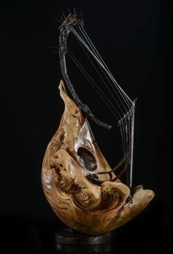 Panthalassa. Mandoline Napolitaine. Fer, bois (cerisier) et bronze. L37xH50xl19cm Interprétations d'instruments de Musique ©Thierry Chollat