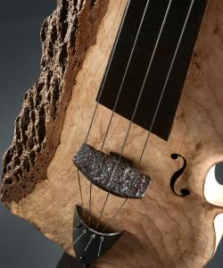 Violoncelle fer et bois (frêne) Interprétations d'instruments de Musique ©Thierry Chollat